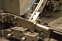 Hašpl a.s. - Nejvýkonnější hřebíkovací automat - žijeme spojováním